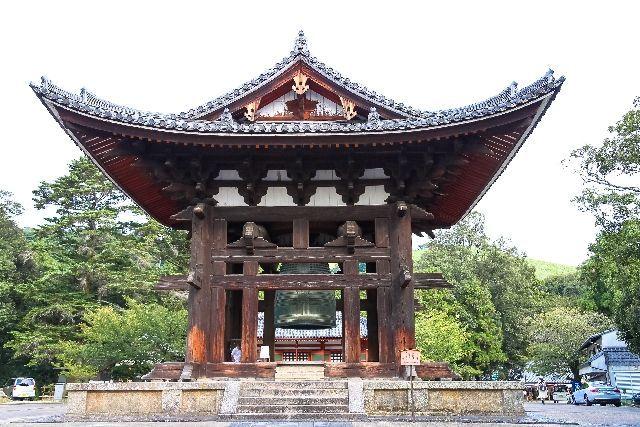 栄西が再建した東大寺鐘楼(奈良市)